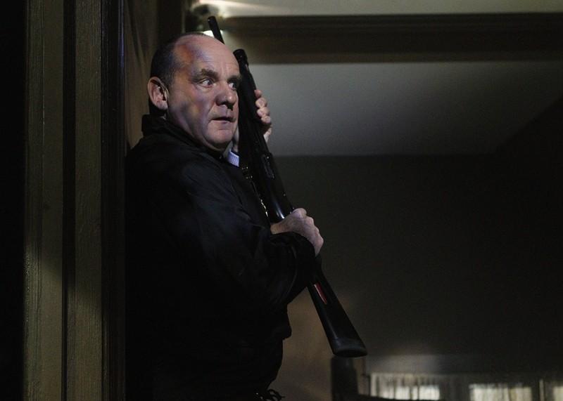 Paul Guilfoyle In Tensione In Un Momento Dell Episodio In A Dark Dark House Di Csi Scena Del Crimine 205476