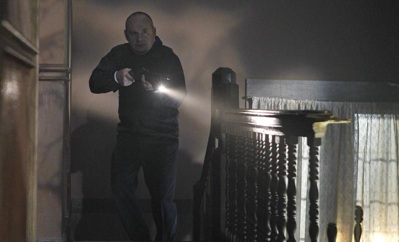 Paul Guilfoyle In Una Sequenza Dell Episodio In A Dark Dark House Di Csi Scena Del Crimine 205482