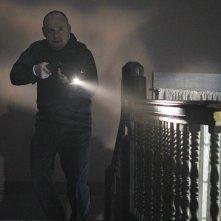 Paul Guilfoyle in una sequenza dell'episodio In A Dark, Dark House di CSI: Scena del crimine