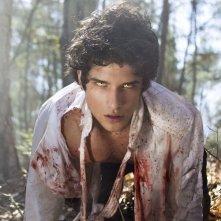 Tyler Posey  in una scena drammatica della serie Teen Wolf