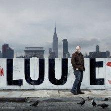 Un'immagine promozionale della stagione 2 di Louie
