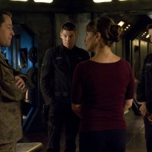 French Stewart, Brian J. Smith, Kathleen Quinlan e Justin Louis nell'episodio Alliances di Stargate Universe
