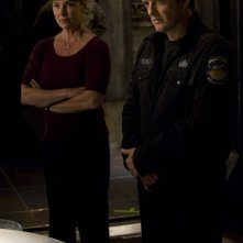 Kathleen Quinlan e Justin Louis in una scena dell'episodio Alliances di Stargate Universe