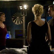 Kathleen Quinlan, Mike Dopud e Alaina Kalanj in un momento dell'episodio Alliances di Stargate Universe