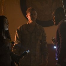 Ming-Na, Morgan David Jones e Jamil Walker Smith dell'episodio Alliances di Stargate Universe