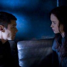 Scott (Brian J. Smith) faccia a faccia con Chloe (Elyse Levesque) nell'episodio Hope di Stargate Universe