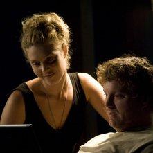 TJ (Alaina Kalanj) e Volker (Patrick Gilmore) in un momento dell'episodio Hope di Stargate Universe