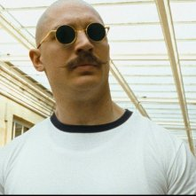 Tom Hardy in un momento del film Bronson