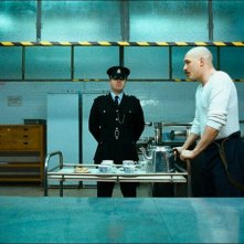 Tom Hardy in una sequenza di Bronson