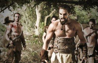 Jason Momoa in una scena dell'episorio The Ponity End della prima stagione di Game of Thrones