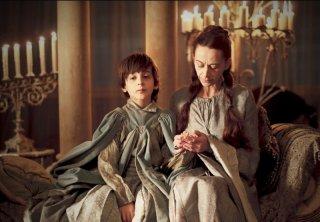 Kate Dickie in una scena dell'episorio The Ponity End della prima stagione di Game of Thrones