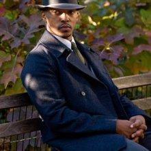 Anthony Mackie in una immagine del film I guardiani del destino