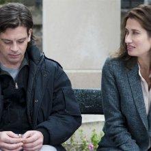 Benjamin Biolay ed Emmanuelle Devo nella commedia Pourquoi tu pleures?