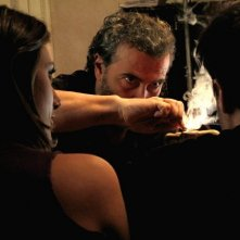 Paolo Sassanelli tra Laura Gigante e Giuseppe Soleri nel film Ubaldo Terzani Horror Show