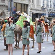 The Dictator a New York: Sacha Baron Cohen in sella ad un cammello durante le riprese del suo film.
