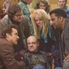 Rob Corddry circondato da John Cusack, Clark Duke, Collette Wolfe e Craig Robinson in Hot Tub Time Machine