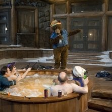 Rob Corddry, John Cusack, Clark Duke e Craig Robinson nella scena della vasca in Hot Tub Time Machine