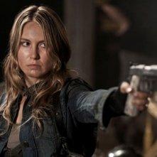 Sarah Carter nell'episodio The Armory della serie Falling Skies