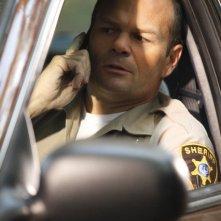 Chris Bauer in una scena della stagione 4 di True Blood