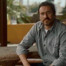 Demián Bichir in una scena di A Better Life