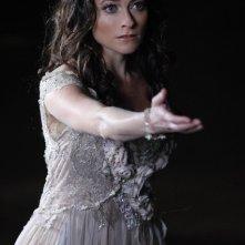 Lara Pulver in una scena della stagione 4 di True Blood