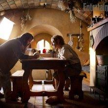 Peter Jackson con Martin Freeman sul set di Bag End, durante le riprese de Lo hobbit