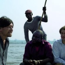 Pierre Bokma in una scena del film con Sleeping Sickness