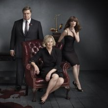 John Goodman, Rose Byrne e Glenn Close in una foto promozionale di Damages stagione quattro