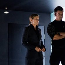 Frances McDormand e Josh Duhamel in azione in Transformers: The Dark of the Moon