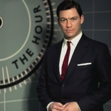 Una foto promozionale di Dominic West per The Hour