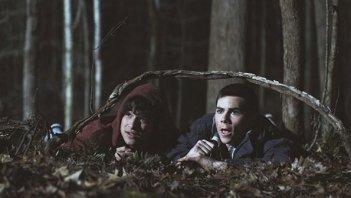 Una scena con Tyler Posey e Dylan O'Brien nell'episodio 'Wolf Moon' di Teen Wolf