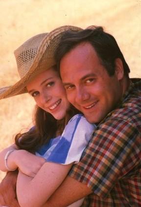 Carlo Verdone e Natasha Hovey in una immagine promozionale della commedia Acqua e Sapone.