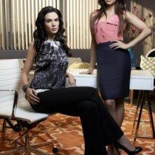 Laura Mennell e Azita Ghanizada in una foto promozionale per la serie Alphas