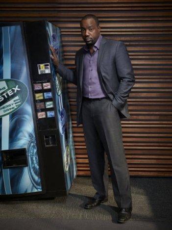 Malik Yoba in una foto promozionale per la serie Alphas