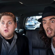 Jonah Hill e Russell Brand, protagonisti della commedia Get Him to the Greek