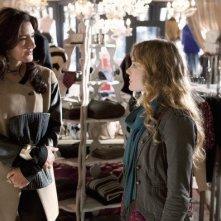 Alicia Coppola e Skyler Samuels nell'episodio 'Green Star' di The Nine Lives of Chloe King