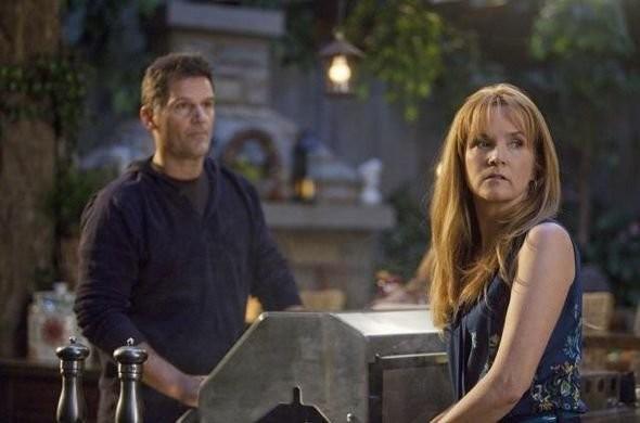 D W Moffett E Lea Thompson Nell Episodio American Gothic Di Switched At Birth 208277