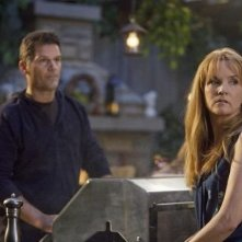 D.W. Moffett e Lea Thompson nell'episodio 'American Gothic' di Switched at Birth