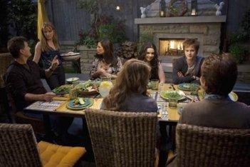 D.W. Moffett, Lea Thompson, Constance Marie, Vanessa Marano e Lucas Grabeel nell'episodio 'American Gothic' di Switched at Birth
