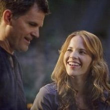 Katie Leclerc e D.W. Moffett nell'episodio 'American Gothic' di Switched at Birth