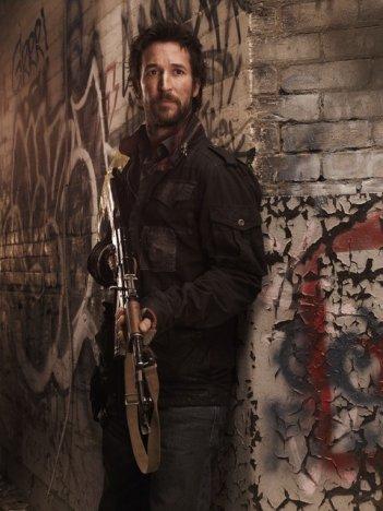 Un'immagine promozionale di Noah Wyle dalla serie Falling Skies
