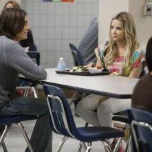 Ashley Benson e Tyler Blackburn nell'episodio 'Blind Dates' di Pretty Little Liars