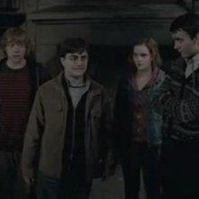 Harry, Hermione e Ron a Hogwarts in Harry Potter e i doni della morte parte 2