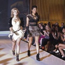 Shay Mitchell e Ashley Benson nell'episodio 'Never Letting Go' di Pretty Little Liars