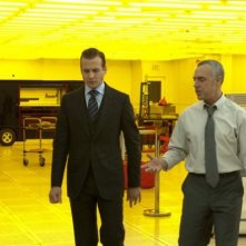Titus Welliver e Gabriel Macht nell'episodio 'Inside Track' di Suits