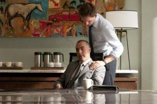 Titus Welliver e Patrick J. Adams nell'episodio 'Inside Track' di Suits