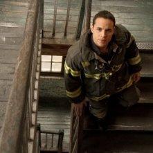 Una foto promozionale di Daniel Sunjata per Rescue Me Stagione 7