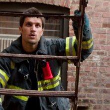 Una foto promozionale di Michael Lombardi per Rescue Me Stagione 7
