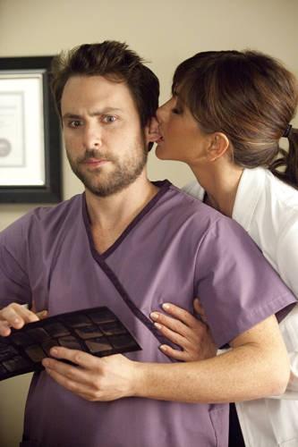 Charlie Day e Jennifer Aniston in Horrible Bosses