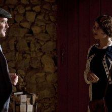 Jacques Bonnaffé e Laetitia Casta nel film Derrière Les Murs